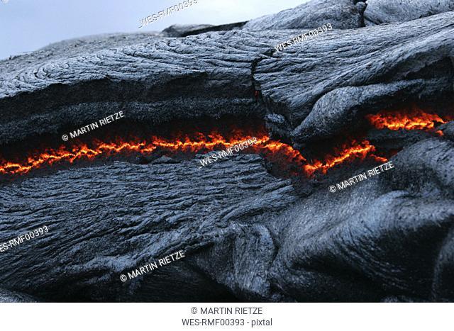 USA, Hawaii, Big Island, Pahoehoe volcano, burning lava flow, close up