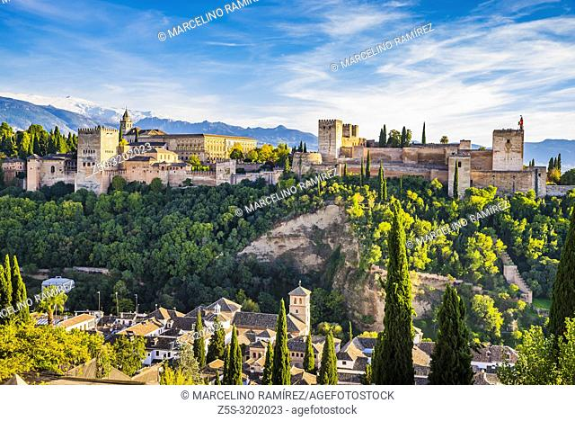 Panorama of the Alhambra from Mirador de San Nicolas. From left to right: Generalife, Nazaries Palaces, Palace of Charles V and Alcazaba