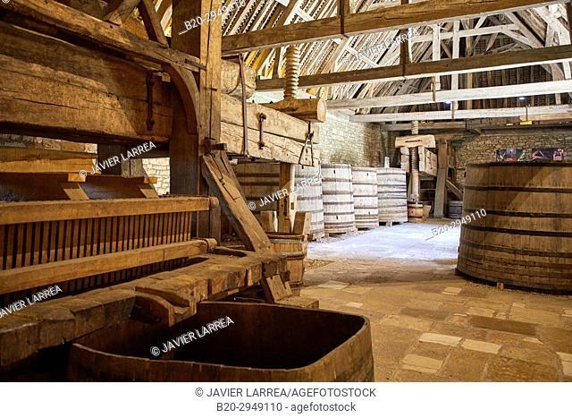 Wine press, Chateau du Clos de Vougeot, Côte de Nuits, Côte d'Or, Burgundy Region, Bourgogne, France, Europe