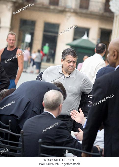German Economics Minister Sigmar Gabriel (SPD) is accompanied by tour guides, interpreters and members of Parliament on a tour through the old city in Havanna