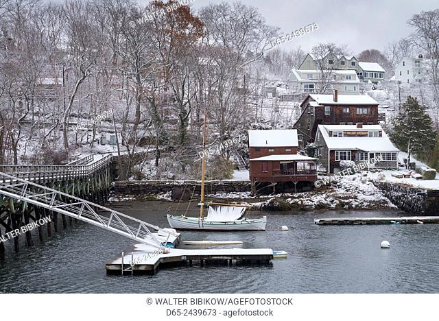 USA, Massachusetts, Cape Ann, Gloucester, early snowfall, Lobster Cove
