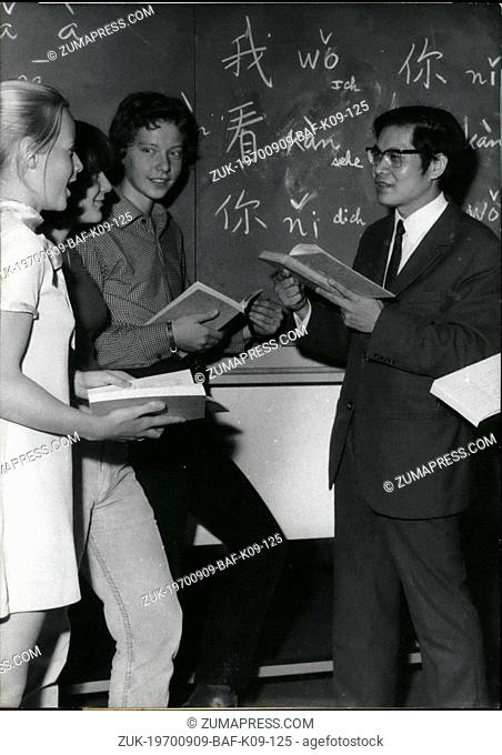 Sep. 09, 1970 - Chinese as Subject of instruction': 'Up to date' are some of the students at the Ricarda-Huch-high school in Sprendlingen near Frankfurt/Main