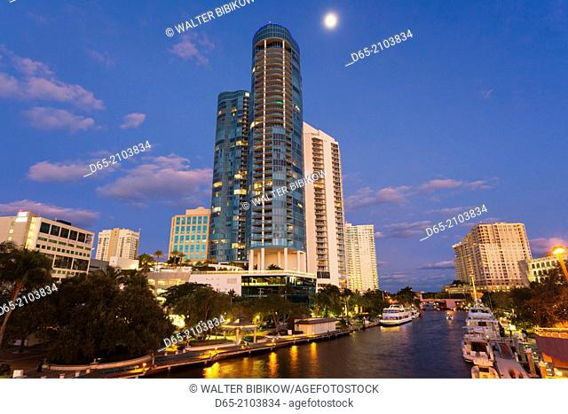 USA, Florida, Fort Lauderdale, Las Olas River House Condo Building, Las Olas Riverwalk Area, evening