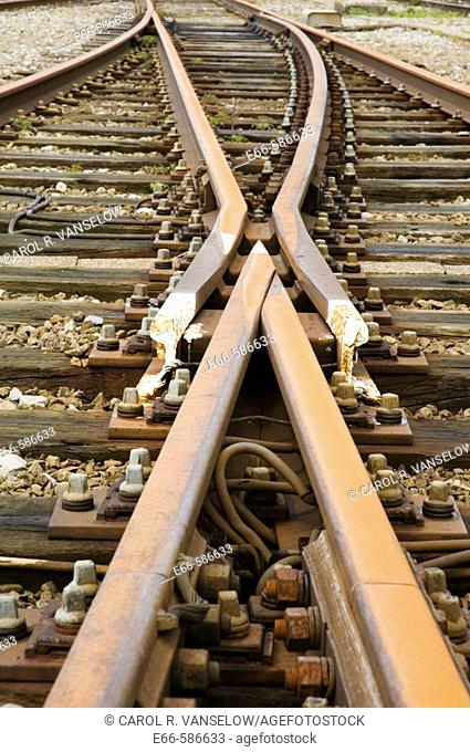 railroad tracks splitting