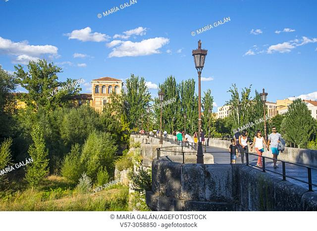 Bridge over river Bernesga and Hostal San Marcos. Leon, Spain