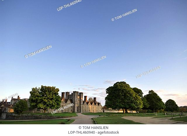 England, Kent, Sevenoaks, Knole House birthplace of novelist and poet Vita Sackville-West and park in the low evening light