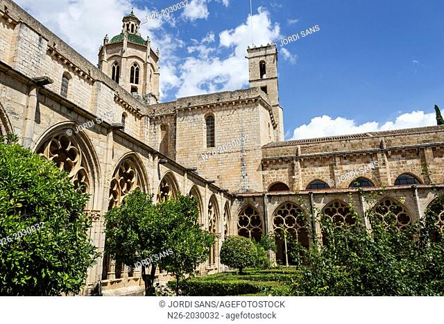 Dome and cloister of Royal Monastery of Santa Maria de Santes Creus. XIIIth century. Aiguamurcia, Alt Camp, Tarragona, Catalonia, Spain