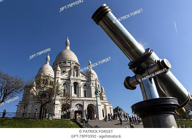 LONG VIEW OF THE VIEW POINT FROM THE BASILICA SACRE-COEUR, BUTTE MONTMARTRE, 18TH ARRONDISSEMENT, PARIS, FRANCE