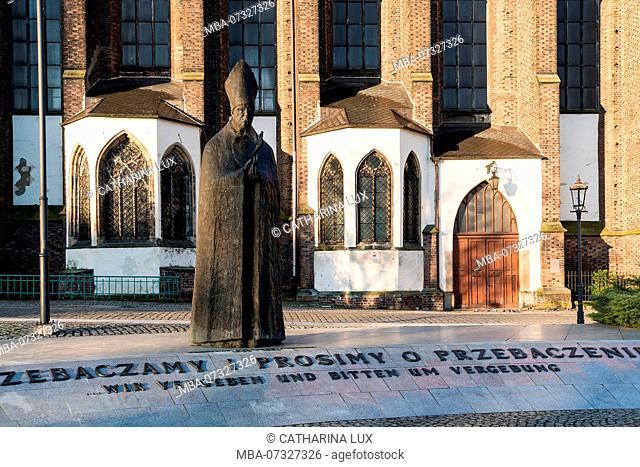 Poland, Wroclaw, statue of Cardinal Boleslaw Kominek, German-Polish dialogue