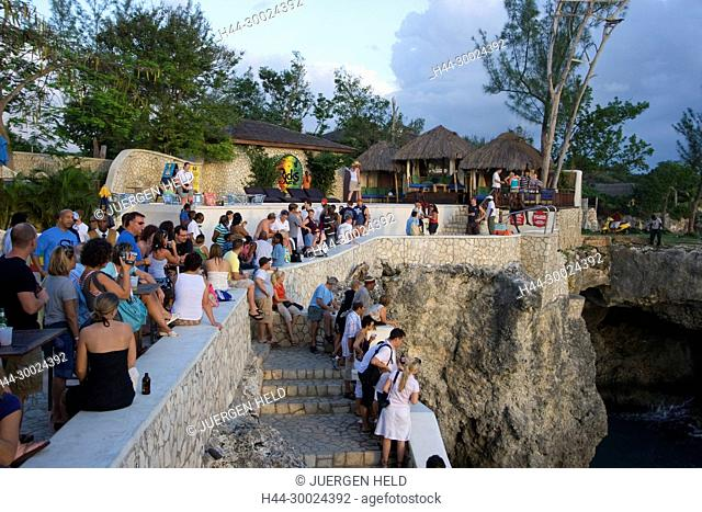 Jamaica Negril Ricks Cafe Crowd waiting for Cliff Diver