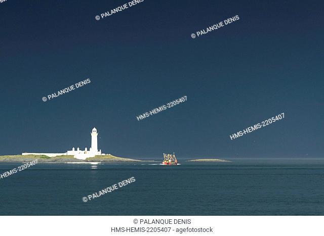 United Kingdom, Scotland, Hebrides, Isle of Mull, Sound of Mull, Lady's Rock Lighthouse, Fishing boat