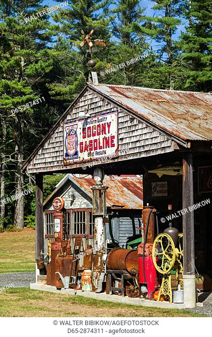 USA, Maine, Wells, antique gas station
