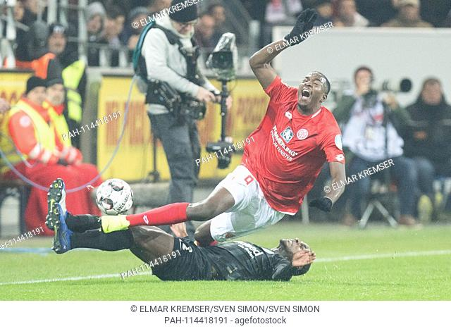 Jean-Philippe MATETA (ob., MZ) versus Evan Obite NDICKA (F), action, duels, football 1. Bundesliga, 16. matchday, 1. FSV FSV Mainz 05 (MZ) - Eintracht Frankfurt...