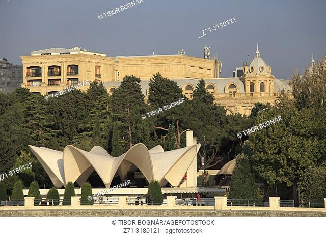 Azerbaijan, Baku, Bulvar, pavilion, street scene,