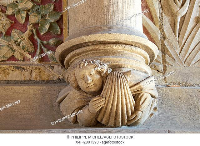 France, Cher (18), Bourges, Jaques Coeur Palace, feast room, figure with a St Jacques shell, symbol of Jacques Coeur, sculptures on the fireplace