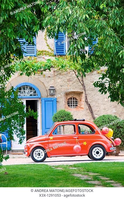 Red fiat cinquecento used in wedding, parked in front of villa