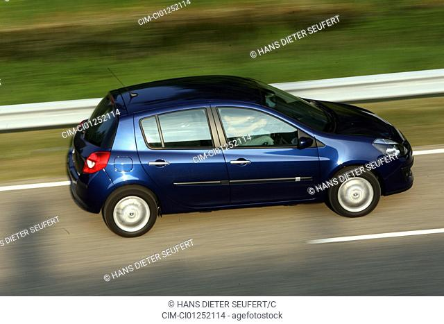 Renault Clio 1.2 16V Edition Dynamique, model year 2005-, blue moving, side view, country road