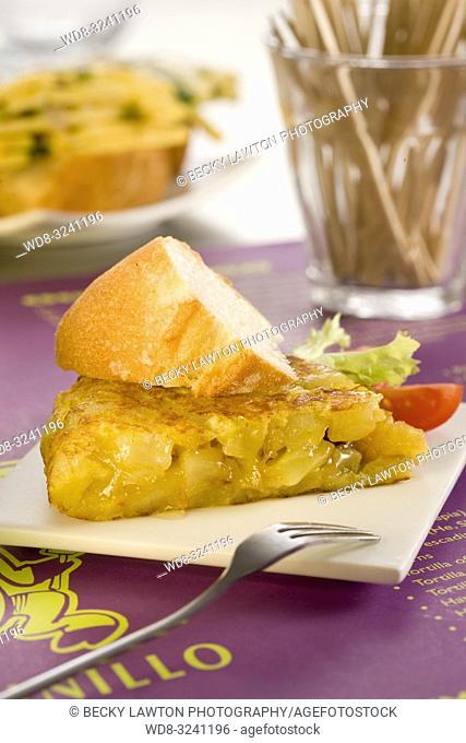 montadito de tortilla de patatas tradicional