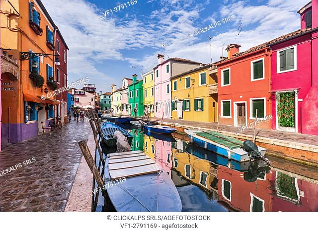 Europe, Italy, Veneto, Venice. A beautiful classic view through the Burano canals