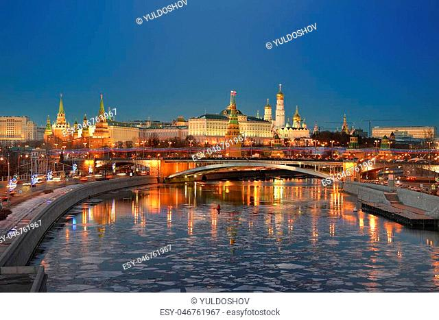Night city. Kremlin on the banks of the Moscow river