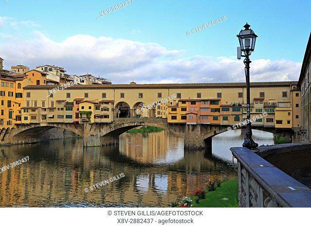 The Ponte Vecchio over the River Arno, Florence, Tuscany, Italy, Europe