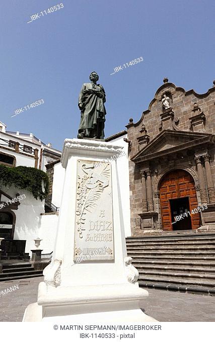 Paza España, Manuel Díaz statue and the Church of El Salvador, Santa Cruz de la Palma, La Palma, Canary Islands, Spain