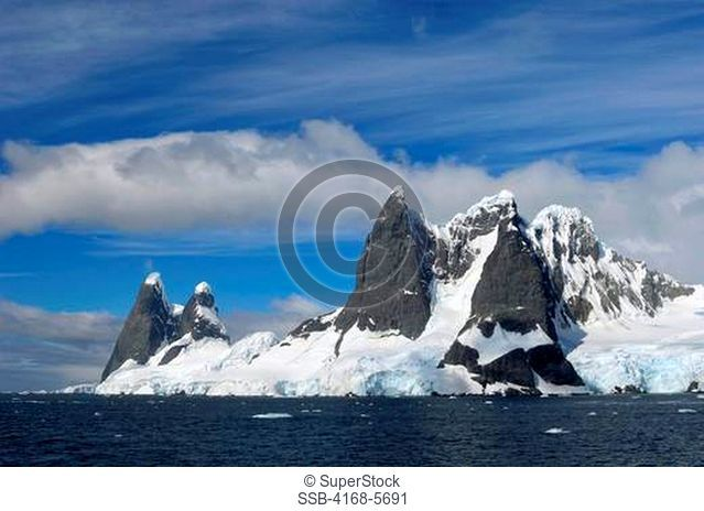 ANTARCTICA, ANTARCTIC PENINSULA, LEMAIRE CHANNEL, MOUNTAINS
