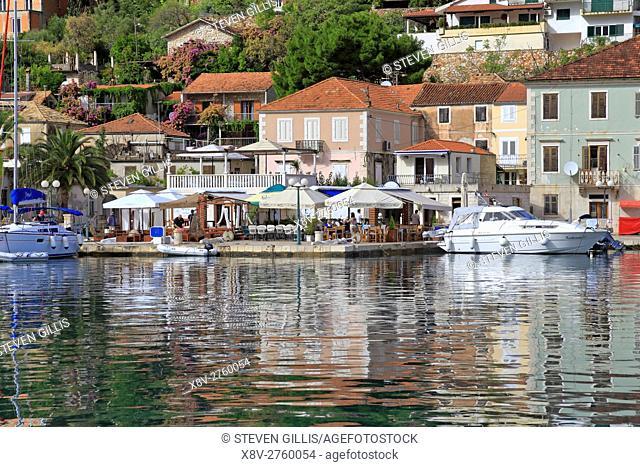 Jelsa harbour waterfront restaurant, Hvar Island, Croatia, Dalmatia, Dalmatian Coast, Europe