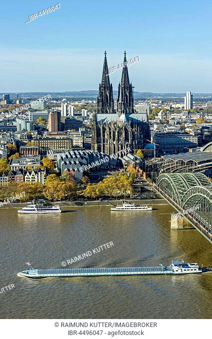 View over the river Rhine, Cologne's historic centre, Cargo Ship, Museum Ludwig, Cologne Cathedral, Hohenzollern Bridge, Cologne, North Rhine-Westphalia