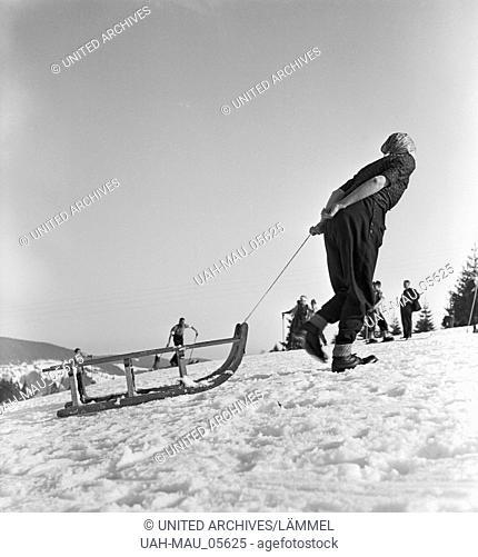 Skigebiet am Feldberg im Schwarzwald, Deutsches Reich 1930er Jahre. Ski region at the Feldberg in the Black Forest, Germany 1930s
