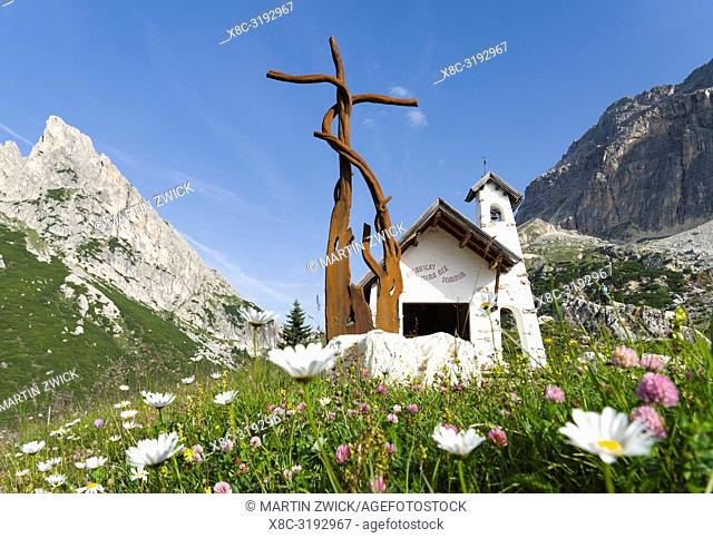 Chapel with sculpture Croce (cross) by Valentino Moro, Passo Falzarego in the Dolomites near Cortina d'Ampezzo. Europe, Central Europe, Italy