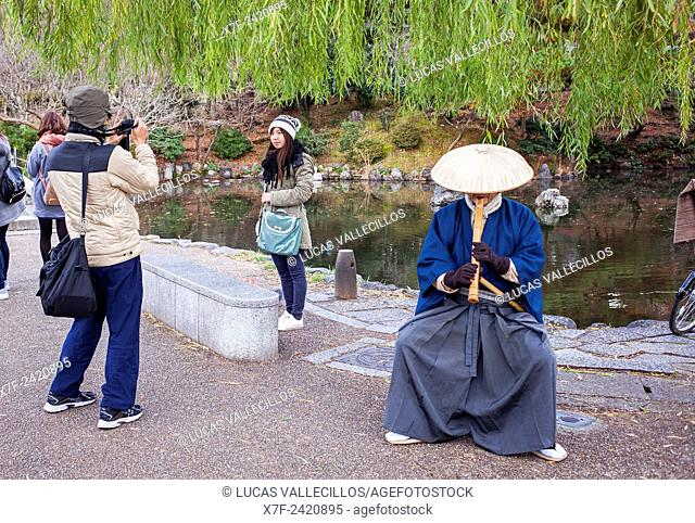 Street musician and tourists, Maruyama park, Kyoto, Japan
