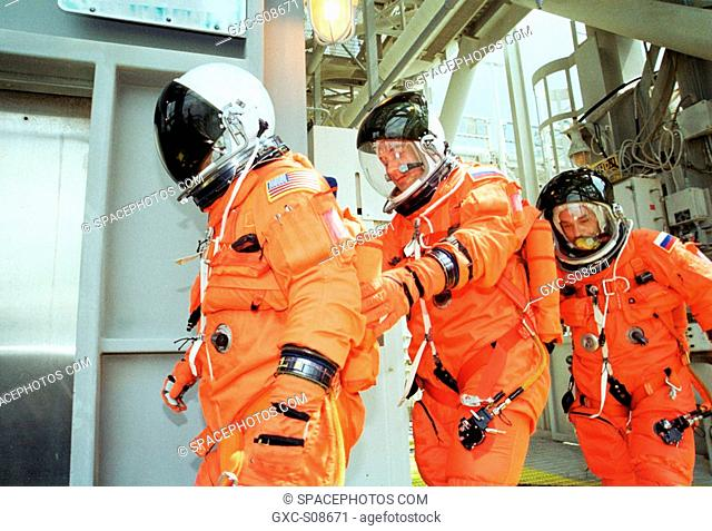 07/20/2001 -- The Expedition Three crew practices emergency egress from the orbiter as they head to the slidewire basket