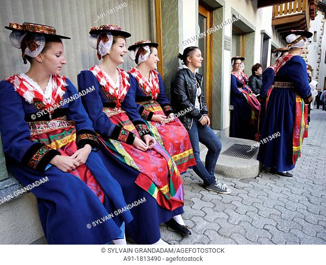 Switzerland, Valais, Val d'Herens, village of Evolene, folkloric festival for the departure of herens black cows 'reines' to the mountain grazing land estive in...
