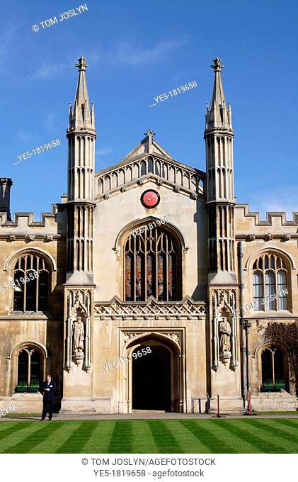 View from main gate towards Corpus Christi college and chapel, Cambridge, England, UK