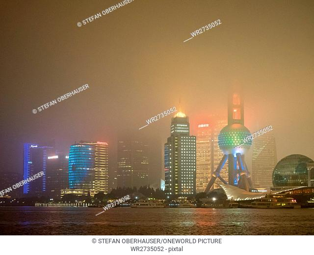China, Shanghai, skyline with the Pearl Tower at night in Pudong