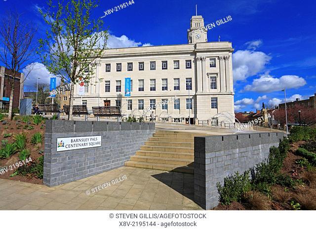 Barnsley Pals Centenary Square and Town Hall, Barnsley, South Yorkshire, England, UK