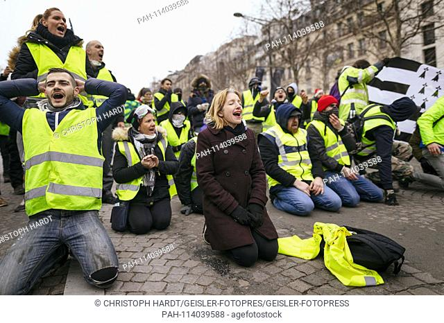 Impression of the yellow vests protests versus President Macron on the Champs Elysées. Paris, 15.12.2018 | usage worldwide