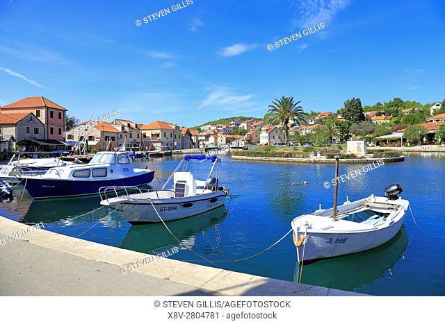 Fishing boats and harbour islet, Vrboska, Hvar Island, Croatia, Dalmatia, Dalmatian Coast, Europe
