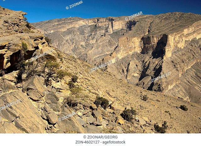 Blick von der Aussichtsplattform am Jebel Shams in den Grand Canyon von Oman, Al Hajar Gebirge, Sultanat Oman / View from the visitors platform at Mt Jebel...