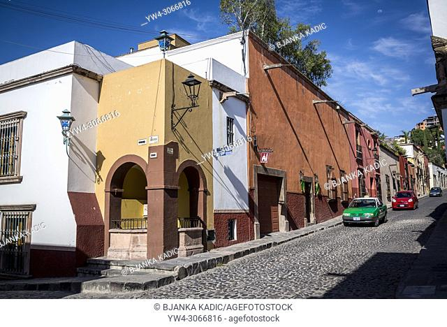 Street with colourful colonial houses, San Miguel de Allende, a colonial-era city, Bajío region, Central Mexico