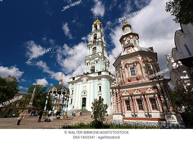 Russia, Moscow Oblast, Golden Ring, Sergiev Posad, Trinity Monastery of Saint Sergius, belltower and the Cathedral of the Assumption