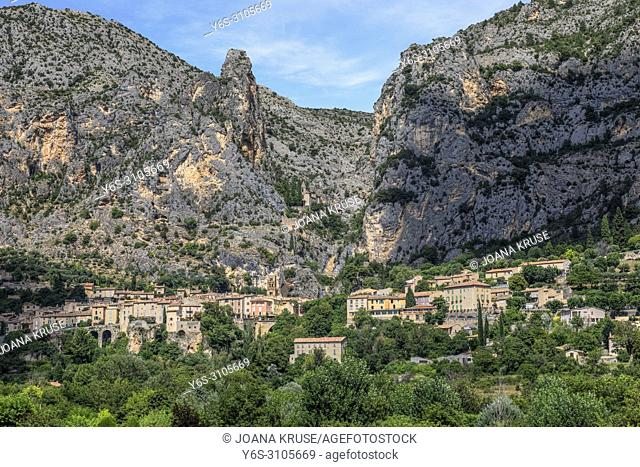 Moustiers-Sainte-Marie, Verdon Gorge, Alpes-de-Haute-Provence, France, Europe