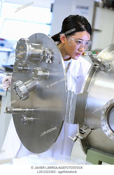 Researcher. Vacuum chamber for tribological measurements. Laboratory surfaces. Tecnalia Research and Innovation. Donostia. San Sebastian. Gipuzkoa