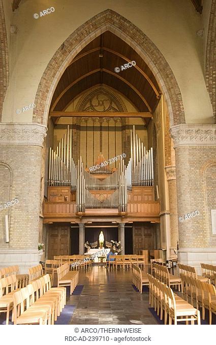 Church Onze Lieve Vrouwekerk, Grote Markt, Nieuwpoort, Belgium / church organ