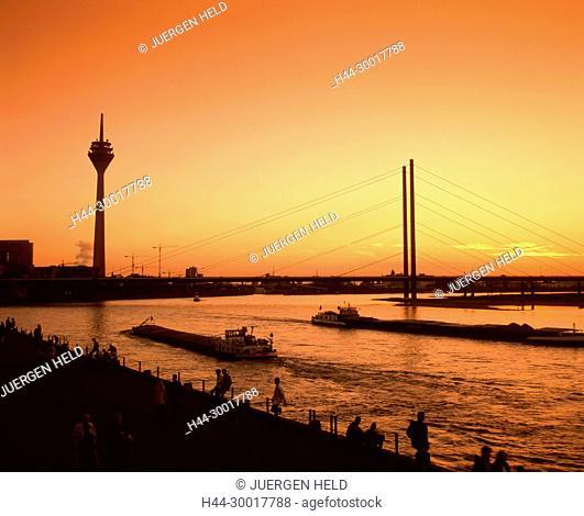 Germany, Duesseldorf, North Rhine-Westphalia, Duesseldorf, Rheinkniebruecke, sunset television tower river rhine