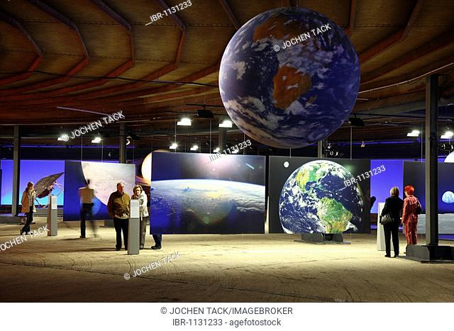 Three-dimensional representation of the Sun and her planets, Out of this World – Wonders of the Solar System, exhibition in the Gasometer, a former gas tank