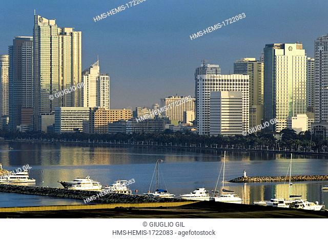Philippines, Manila, downtown, view from Rajah Suleyman Park