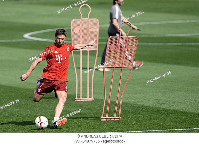 Munich's Xabi Alonso takes a shot at the gola during a training session in Doha, Qatar, 08 January 2016. Bayern Munich stays in Qatar until 12 January 2016 to...
