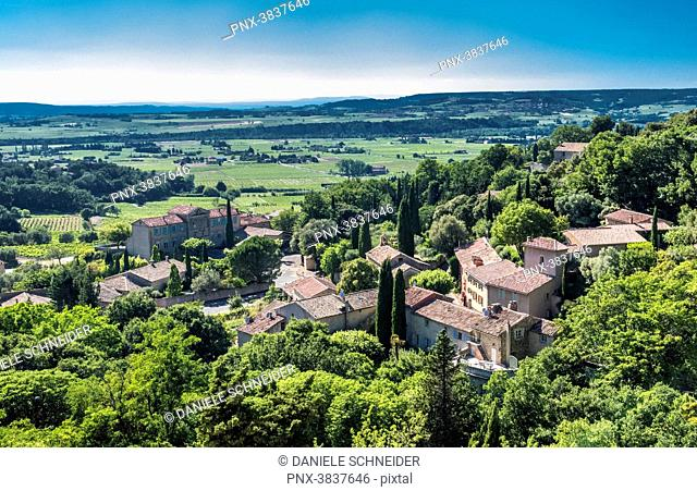 France, Vaucluse, plunging view over the perched village of Seguret (Plus Beau Village de France - Most Beautiful Village of France) (Camino de Santiago) and...